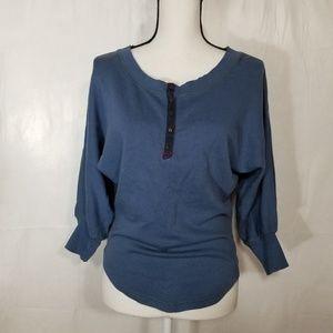 Free People blue scoop neck sweatshirt (6-136)